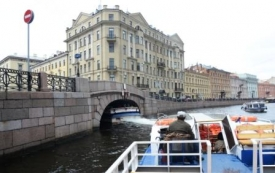 Cruising the canals in St. Petersburg IX